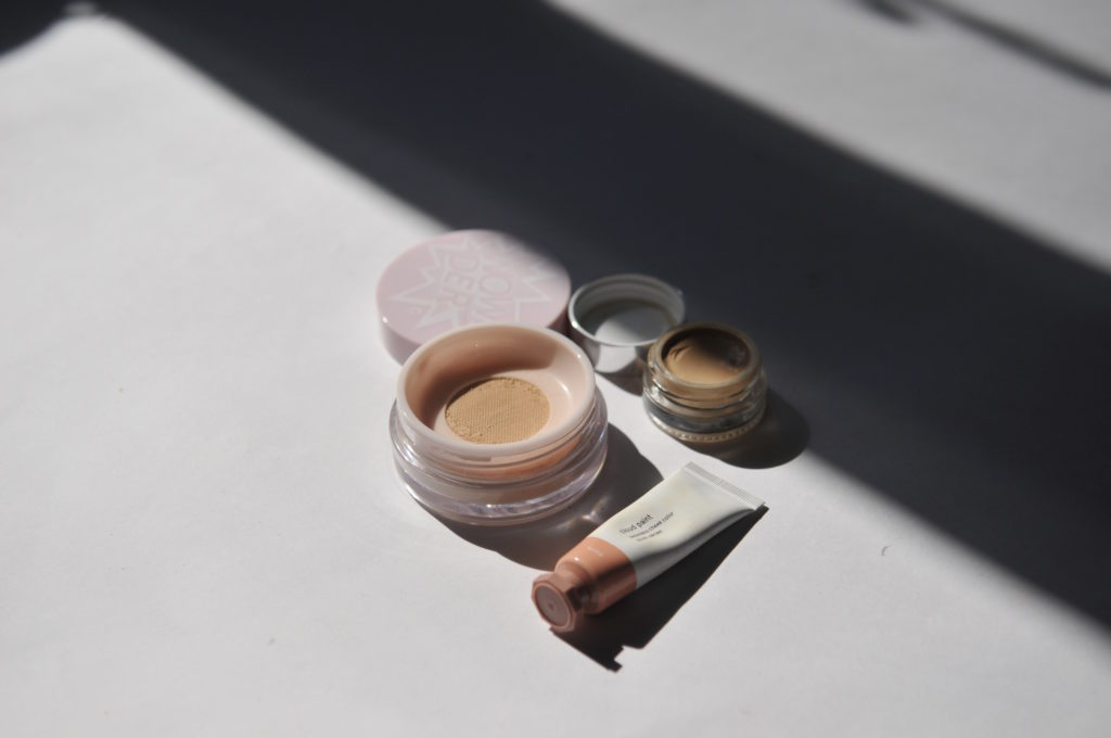 Glossier in Canada Review Swatches Demo Cloud Paint Wowder Stretch Concealer